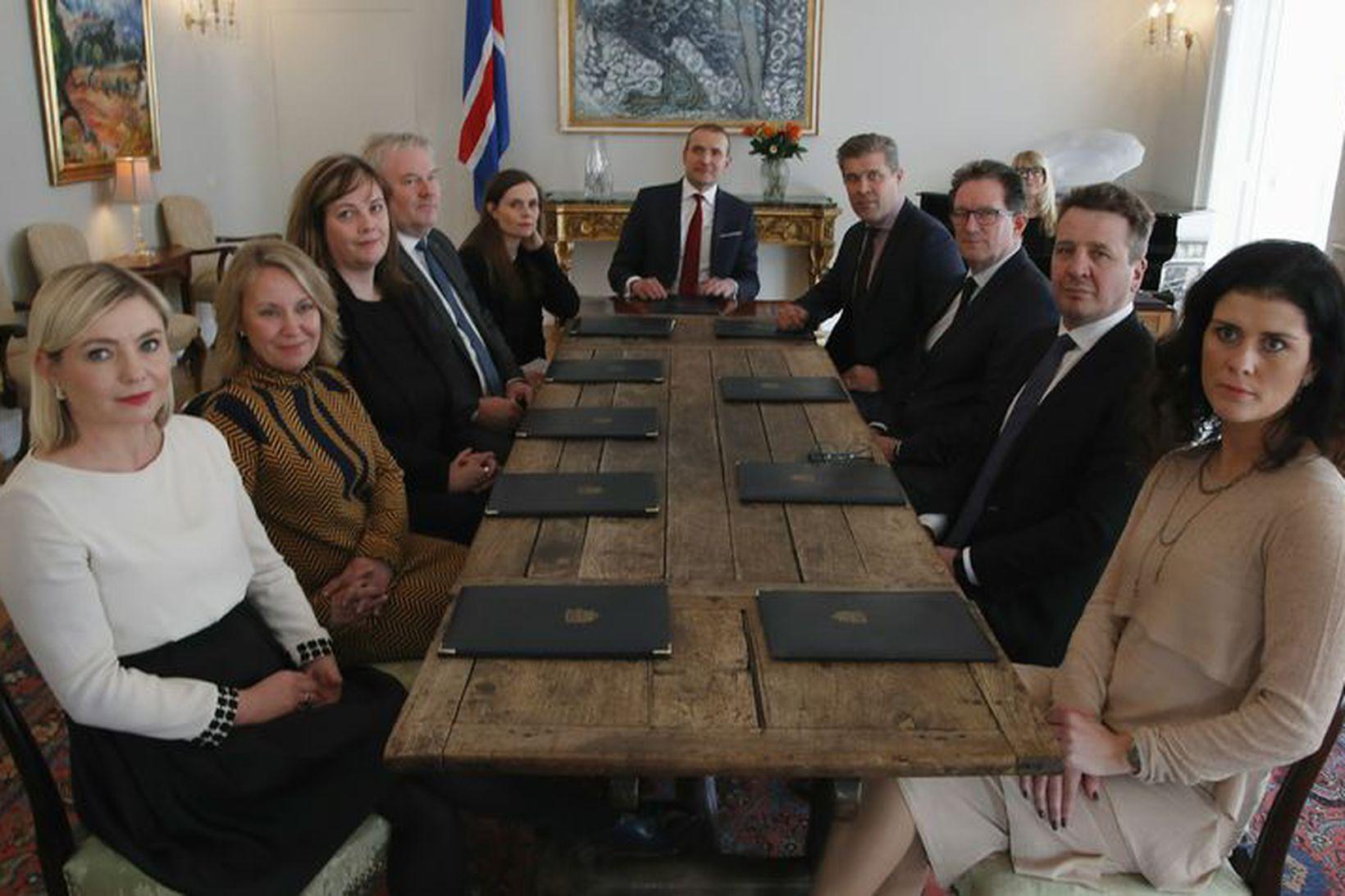 Ríkisstjórn Íslands við upphaf fundarins.