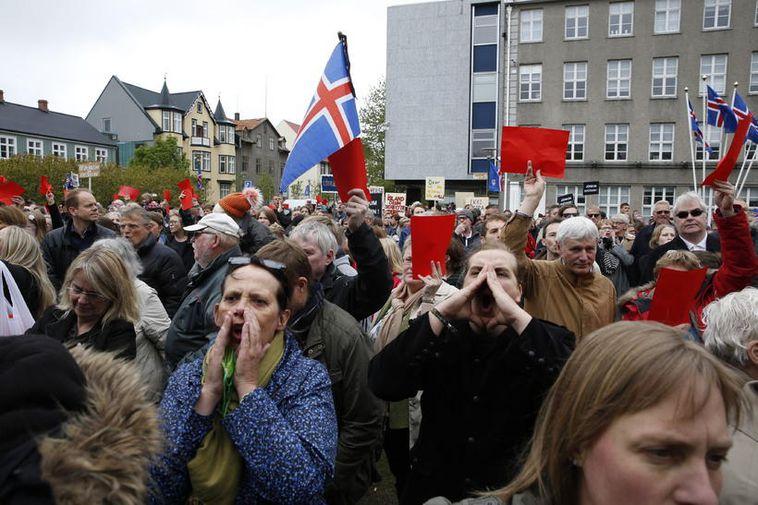 Protestors make themselves heard on Austurvöllur this morning.