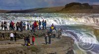Mannfjöldi við Gullfoss