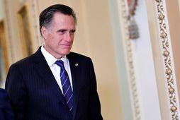 Mitt Romney skráði sig í sögubækurnar með atkvæði sínu í gær.