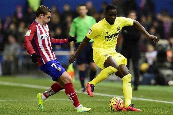 Eric Bailly, til hægri, er kominn til Manchester United frá Villarreal fyrir 30 milljónir punda.