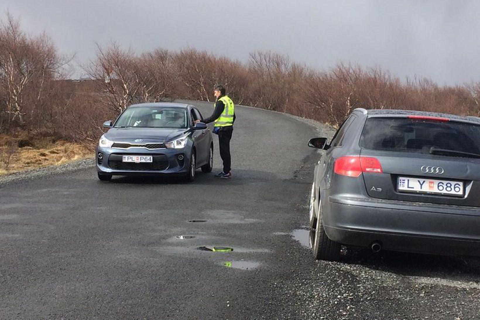 Gjaldtaka hófst að nýju við Hraunfossa í dag.
