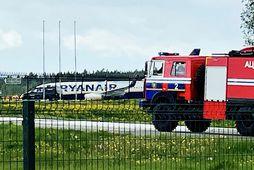 Ryanair Boeing 737-8AS (flug FR4978) á flugbraut á alþjóðlega flugvellinum í Minsk.