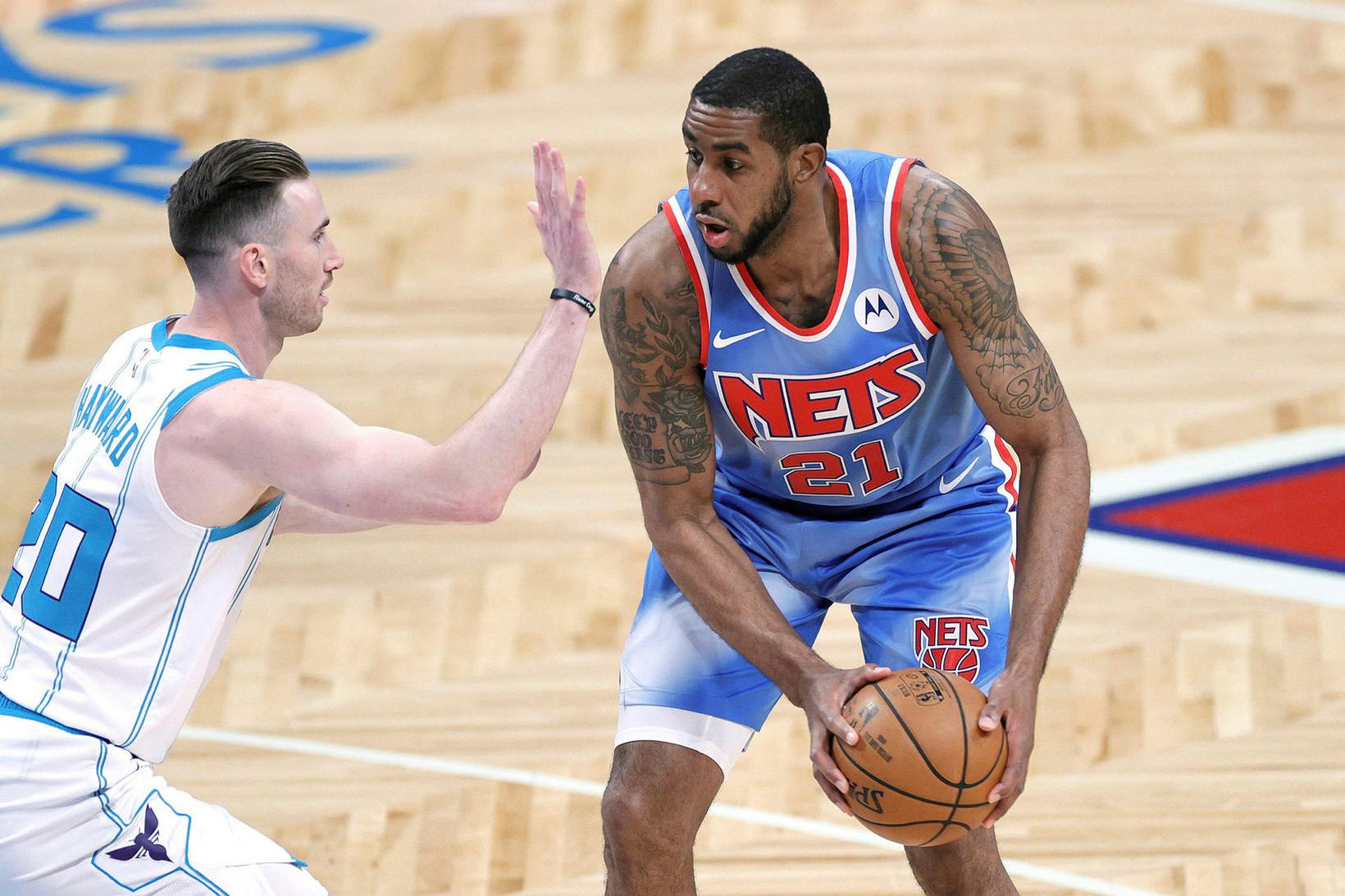 LaMarcus Aldridge í leik með Brooklyn Nets gegn Charlotte Hornets …