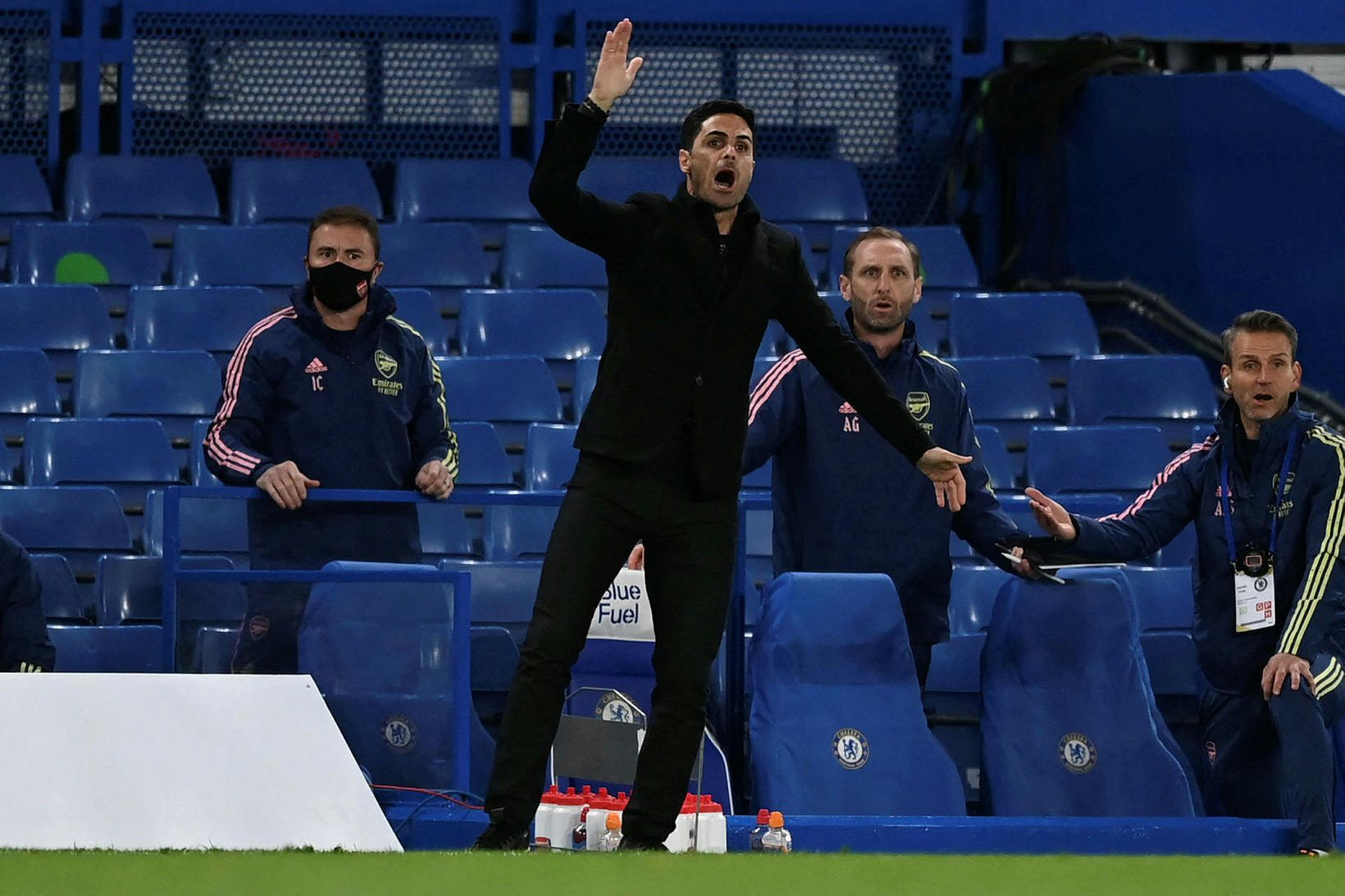 Mikel Arteta, knattspyrnustjóri Arsenal, á hliðarlínunni í leiknum gegn Chelsea …