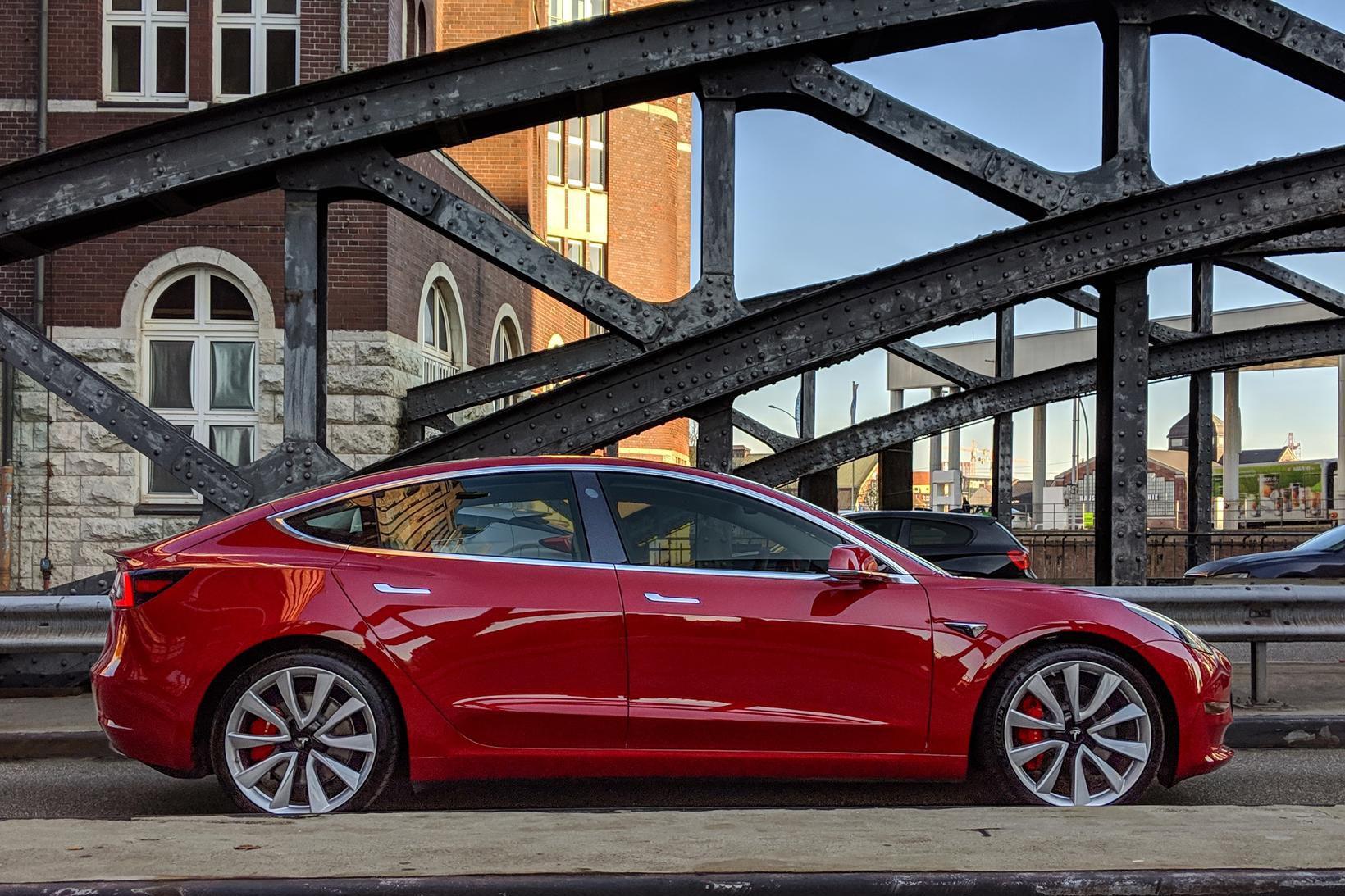 Tesla 3 sló í gegn á nýliðnu ári.