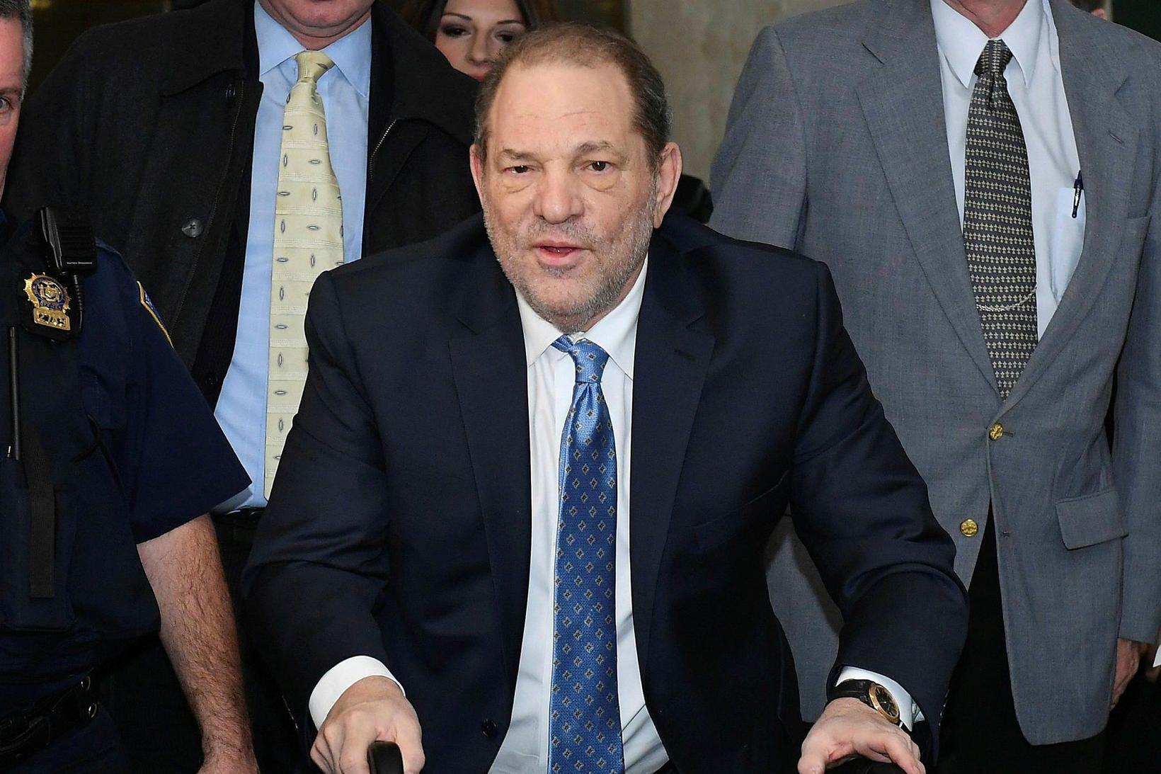 Harvey Weinstein er í einangrun þar til niðurstöður úr Covid-prófi …