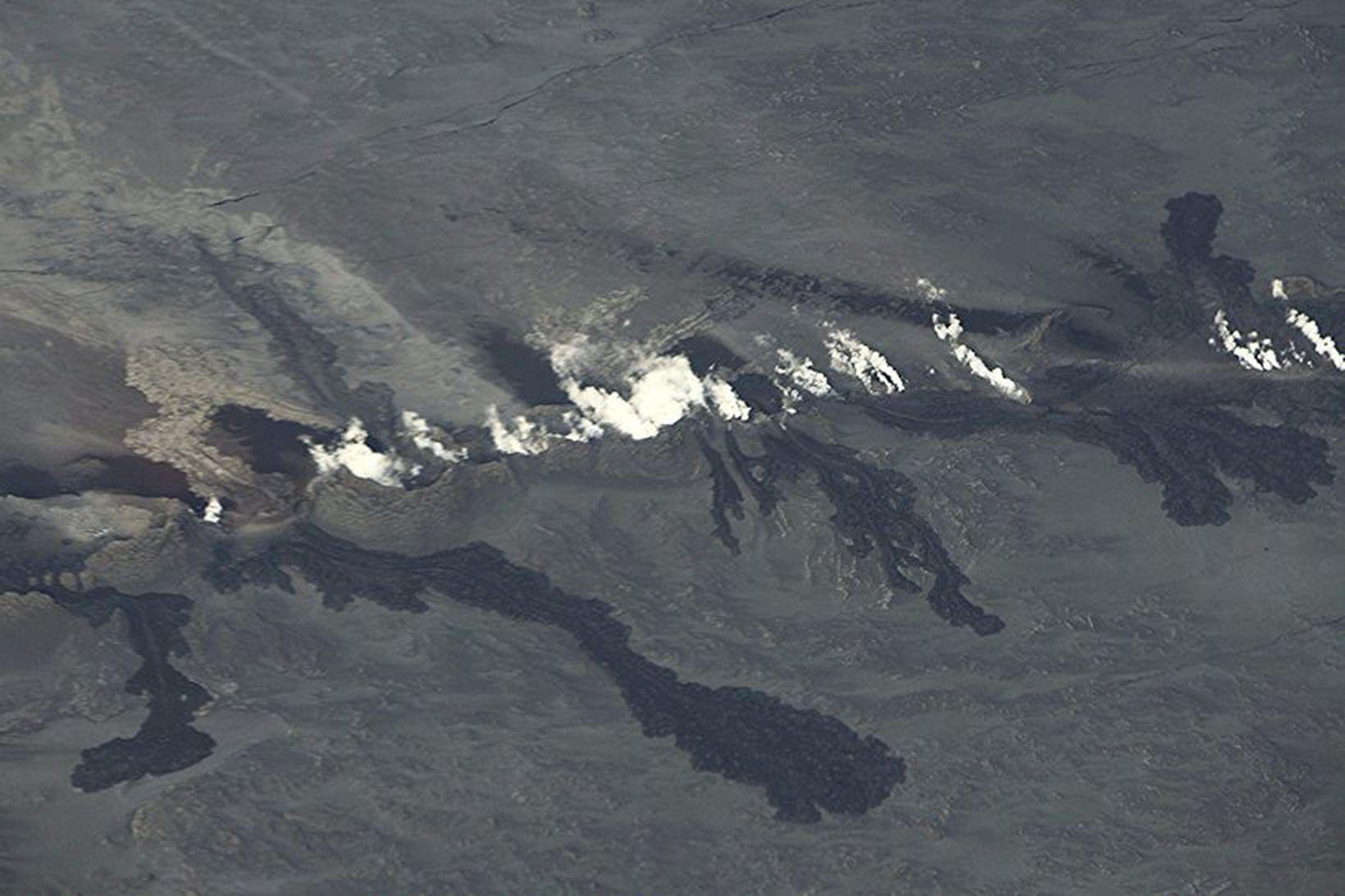 The Holuhraun eruption site. The rift extends 1.000 meters.