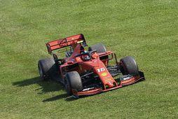 Ferrarimenn voru ögn úti á þekju í Melbourne, svo sem sjá má hér til Charles …