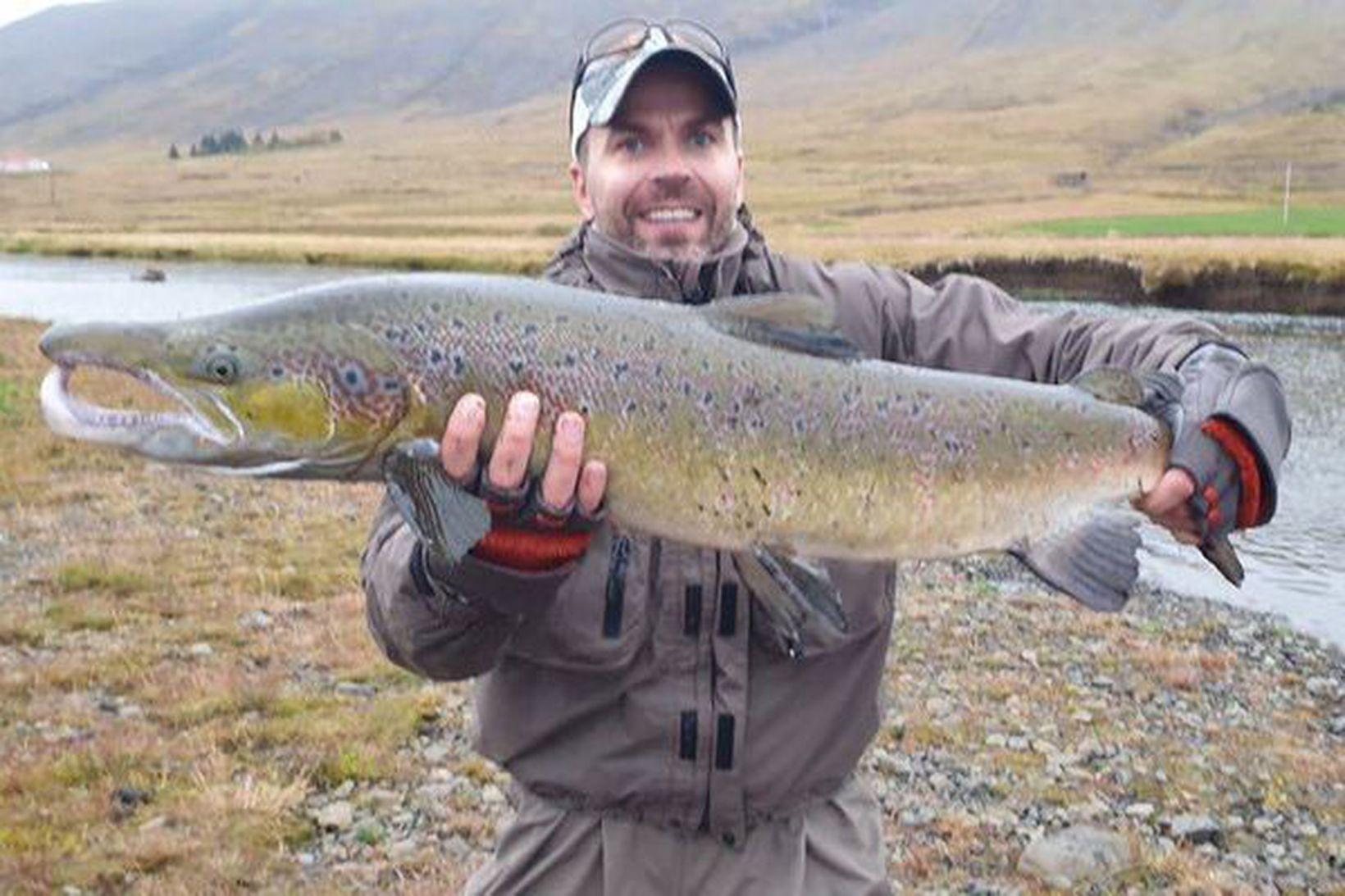Sigurður Veigar með 101 sentímetra fisk sem hann veiddi í …