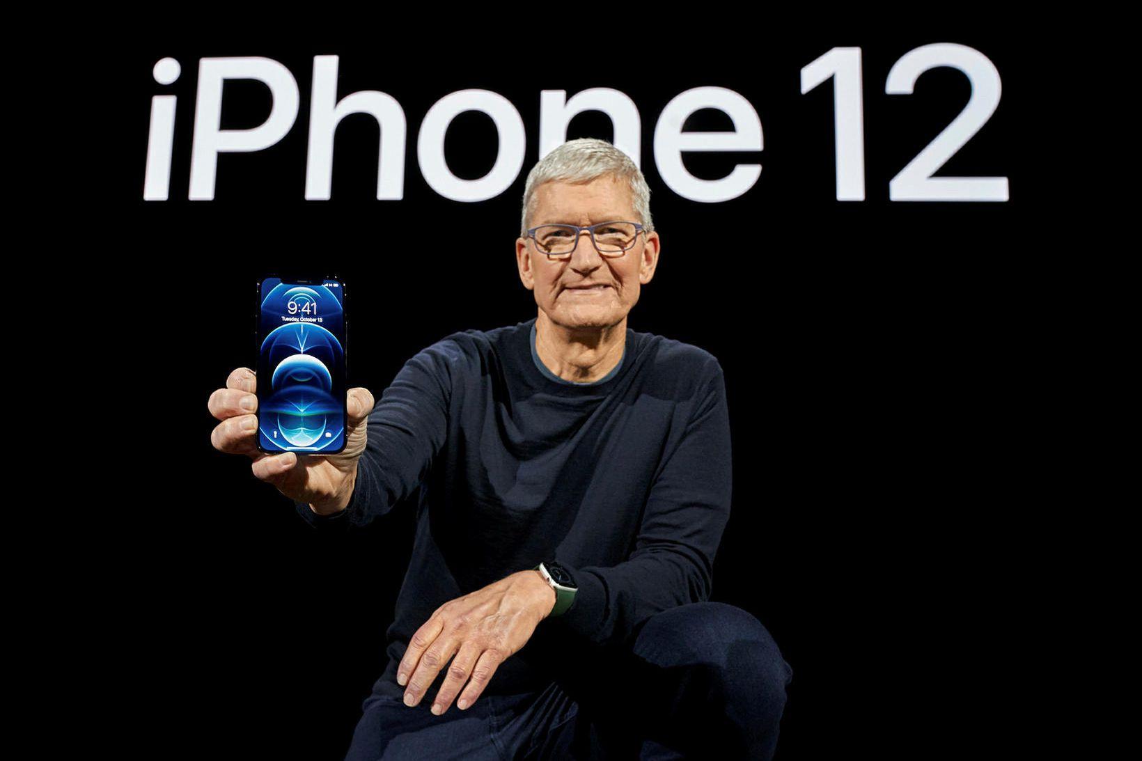 Tim Cook kynnir nýjustu afurð Apple. Hann stýrir því fyrirtæki …