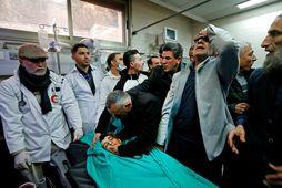 Ættingjar syrgja Mohammed al-Haddad, sem var skotinn til bana í dag.