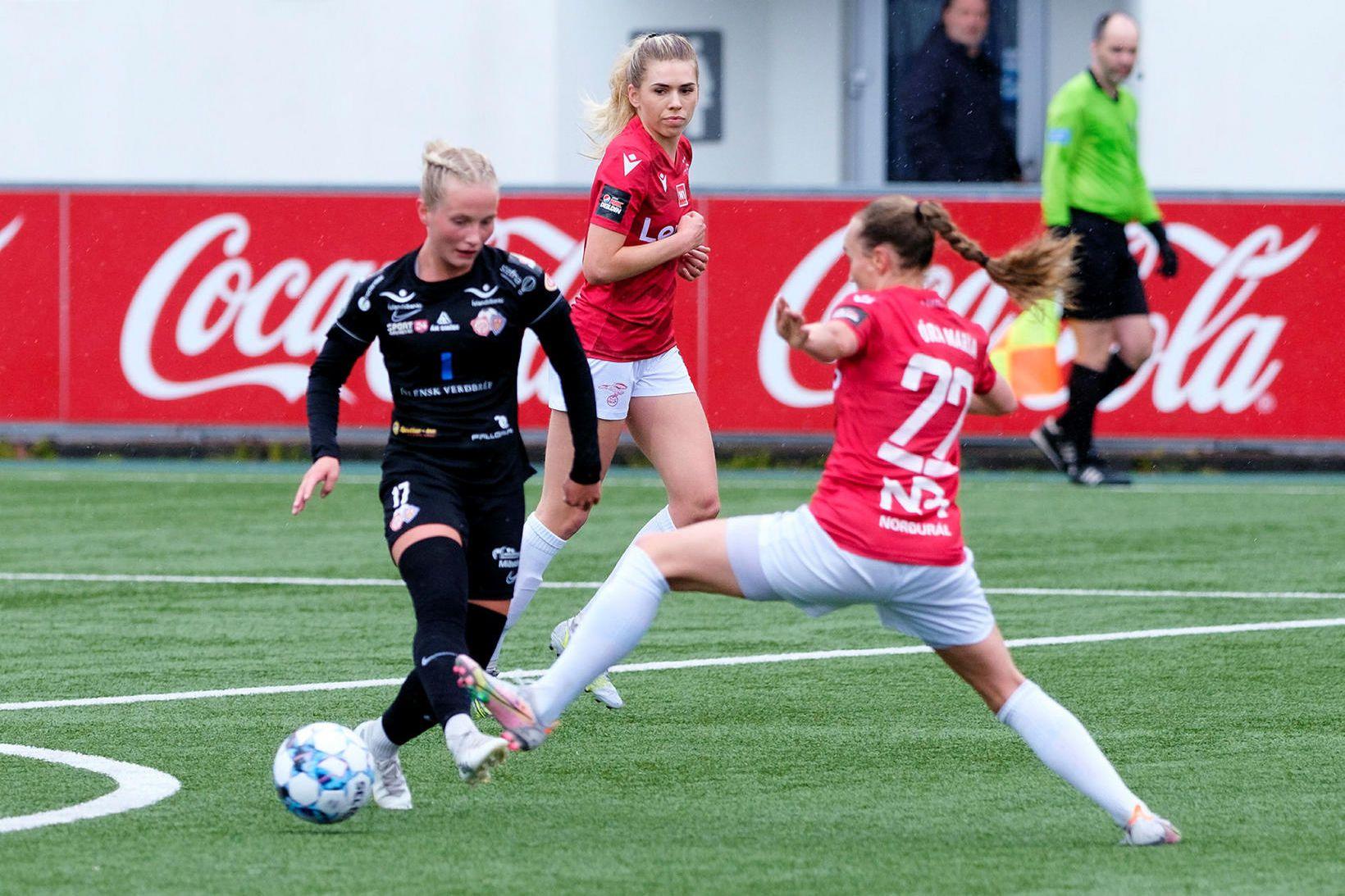 María Catharina Ólafsdóttir Gros í leik gegn Val á Hlíðarenda …
