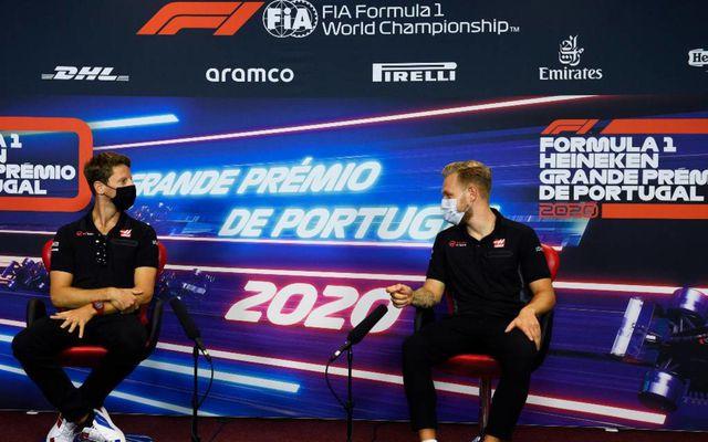 Romain Grosjean (t.v.) og Kevin Magnussen.