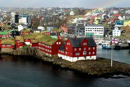 Færeyska landstjórnin hefur beitt sér gegn því að fjallað sé um málið í rúma viku, ...