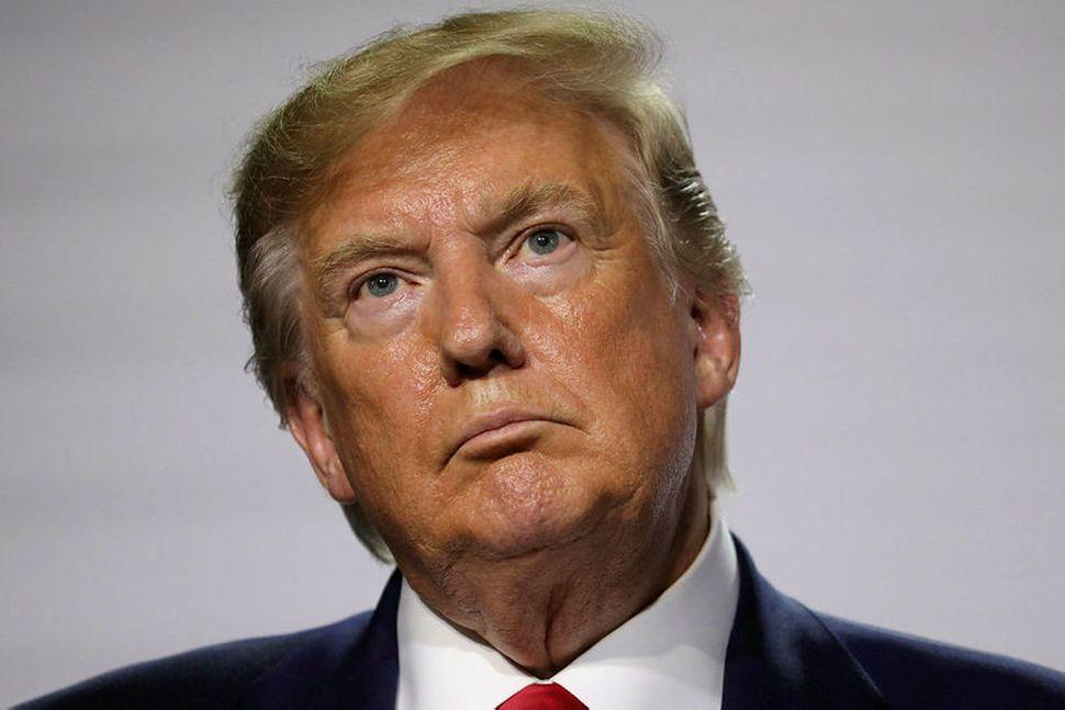 Donald Trump Bandaríkjaforseti á fundi með fréttamönnum í Biarritz.
