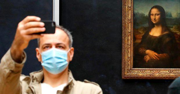 Búið er að opna Louvre safnið í París eftir fjögurra mánaða lokun. Nú er aftur …
