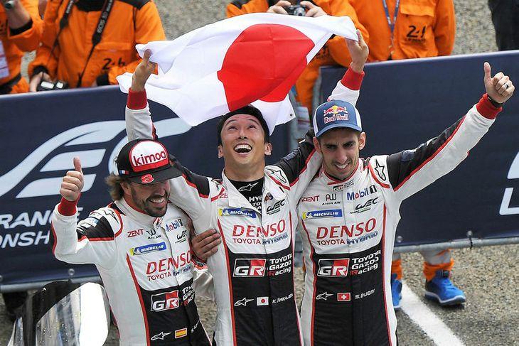 Sigursveit Toyota í Le Mans (f.v.) Fernando Alonso, Kazuki Nakajima og Sebastien Buemi.