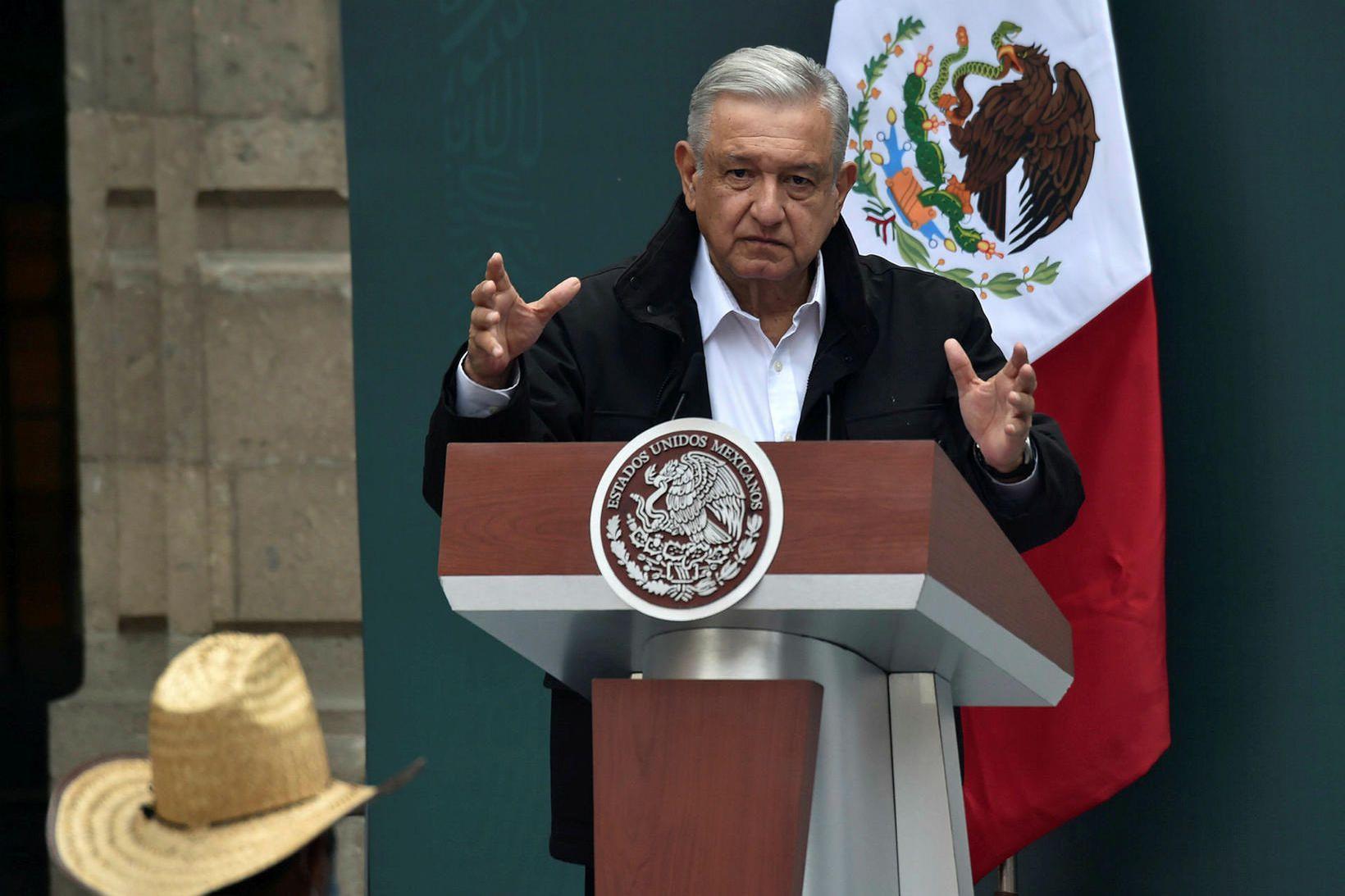 Andres Manuel Lopez Obrador, forseti Mexíkó, á fundi með ættingjum …