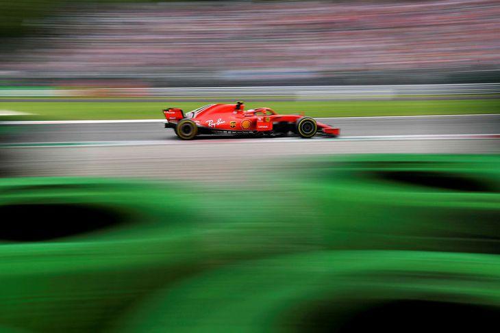 Kimi Räikkönen á ferð í Monza í dag, á leið í hraðasta formúluhring sögunnar.