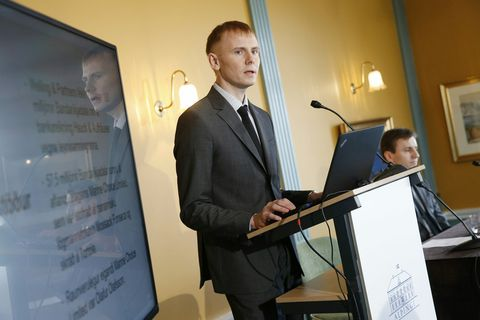 Kjartan Bjarni Björgvinsson kynnir skýrslu rannsóknarnefndarinnar um sölu á 45,8% hlut í Búnaðarbankanum í janúar …