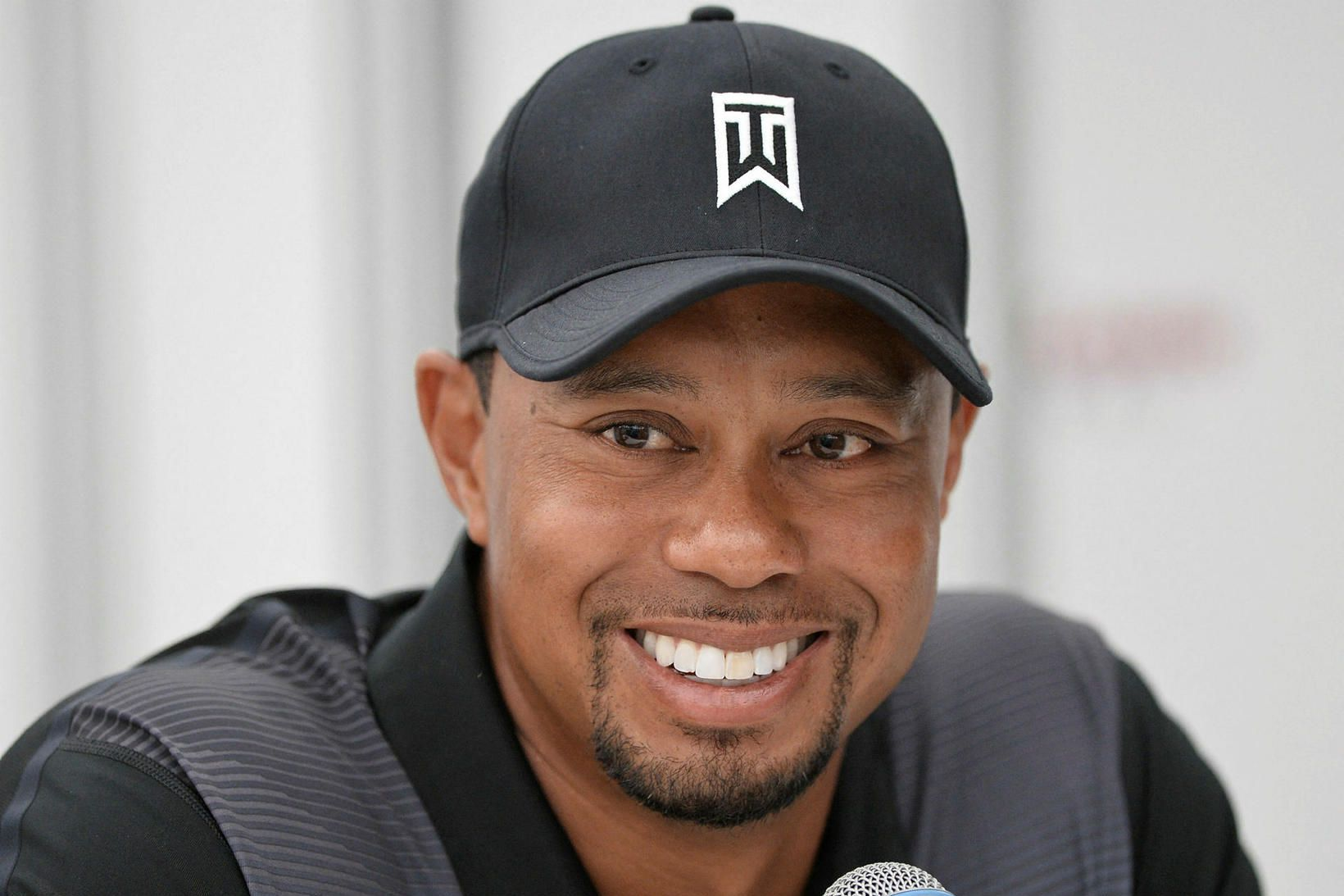 Tiger Woods fótbrotnaði illa á hægri fæti.