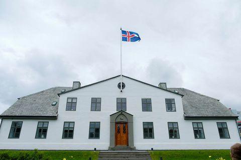 The government is holding a crisis meeting today at Stjórnarráðið.