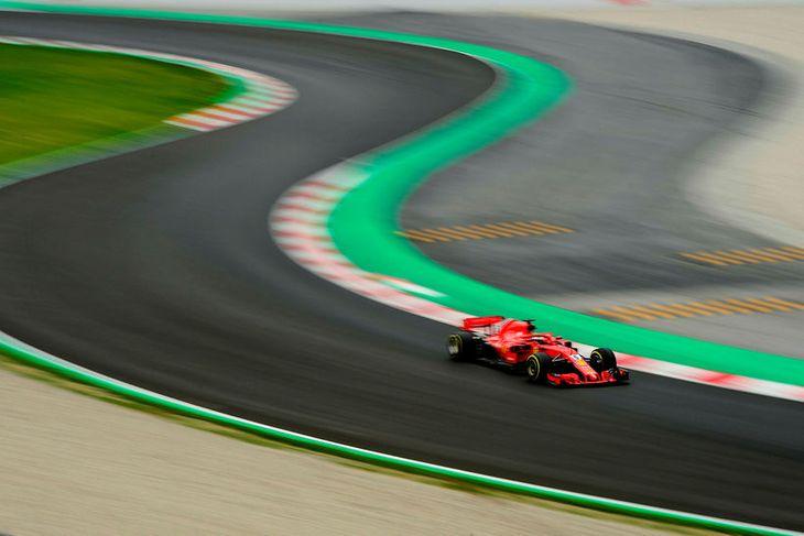 Það var erfitt að ná fókus á Ferrarifákinn í Barcelona í dag, svo hratt fór ...