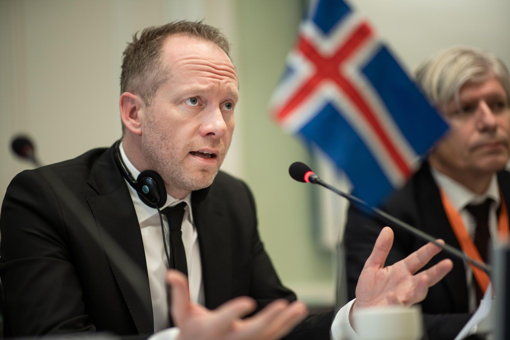 Guðmundur Ingi Guðbrandsson umhverfisráðherra fagnar því hvað umhverfismál og loftslagsmál …