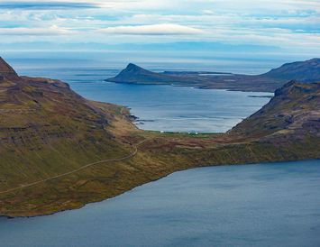 Umtalsverðir annmarkar voru á framkvæmd sveitarstjórnarkosninga í Árneshreppi, samkvæmt úrskurði dómsmálaráðuneytisins.