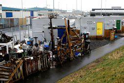 Úti á Granda í Reykjavík má finna smáhýsi og hefur umgengni verið misjöfn.