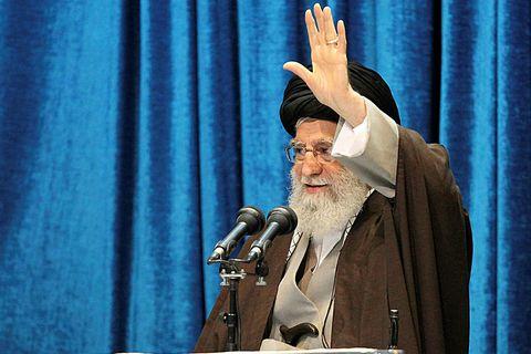 """Ayatollah Ali Khamenei, æðstiklerkur Írans, kallaði eftir þjóðarsamstöðu og sagði """"óvini Írans"""", það er Bandaríkin …"""