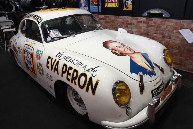 "Porsche 356 Pré-A ""Evita Peron"" Panamericana sómir sér vel á sýningunni í París."