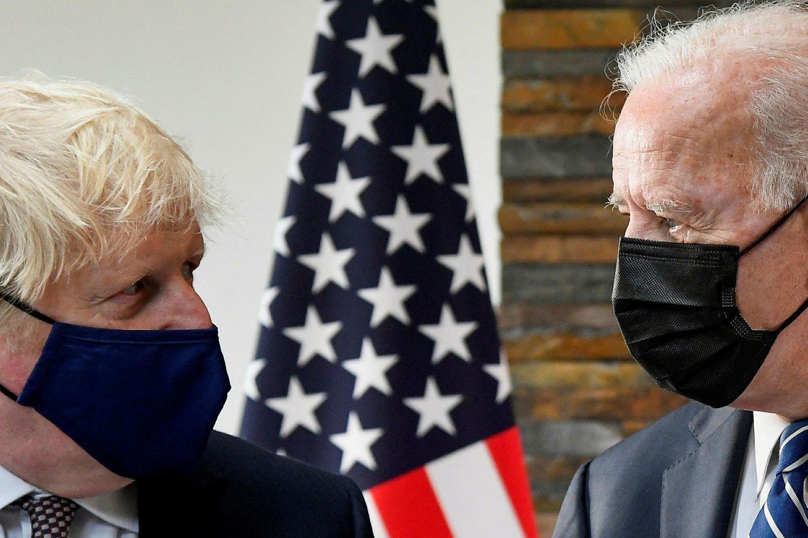 Boris Johnson og Joe Biden á fundi sínum í gær.