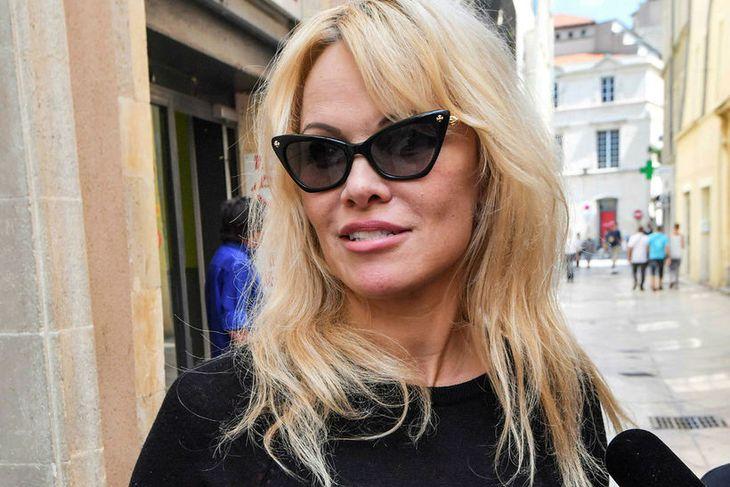 Pamela Anderson fylgist vel með HM í Rússlandi.