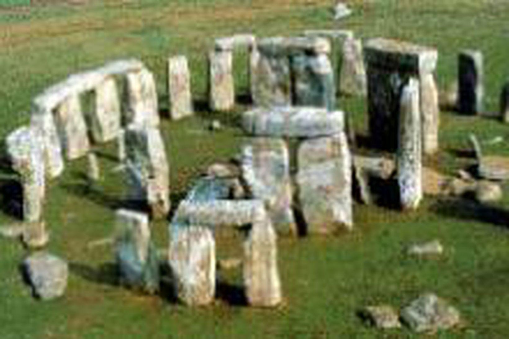 Stonehenge minjarnar eru á heimsminjaskrá UNESCO og friðaðar með breskum …