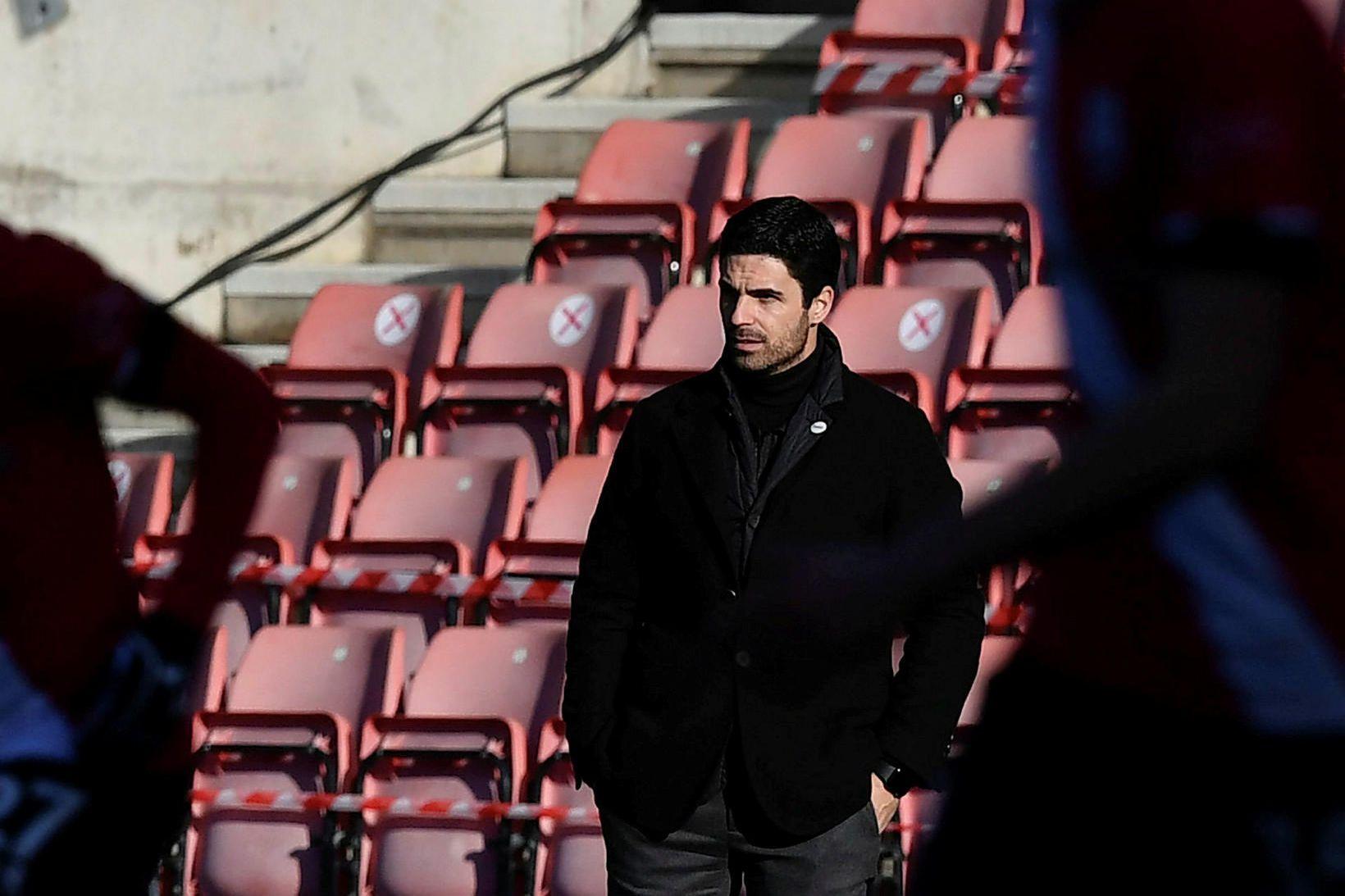 Mikel Arteta, knattspyrnustjóri Arsenal, á hliðarlínunni í leiknum í dag.