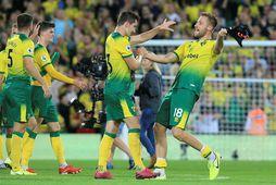 Leikmenn Norwich fagna einu af mörkum sínum gegn Manchester City.
