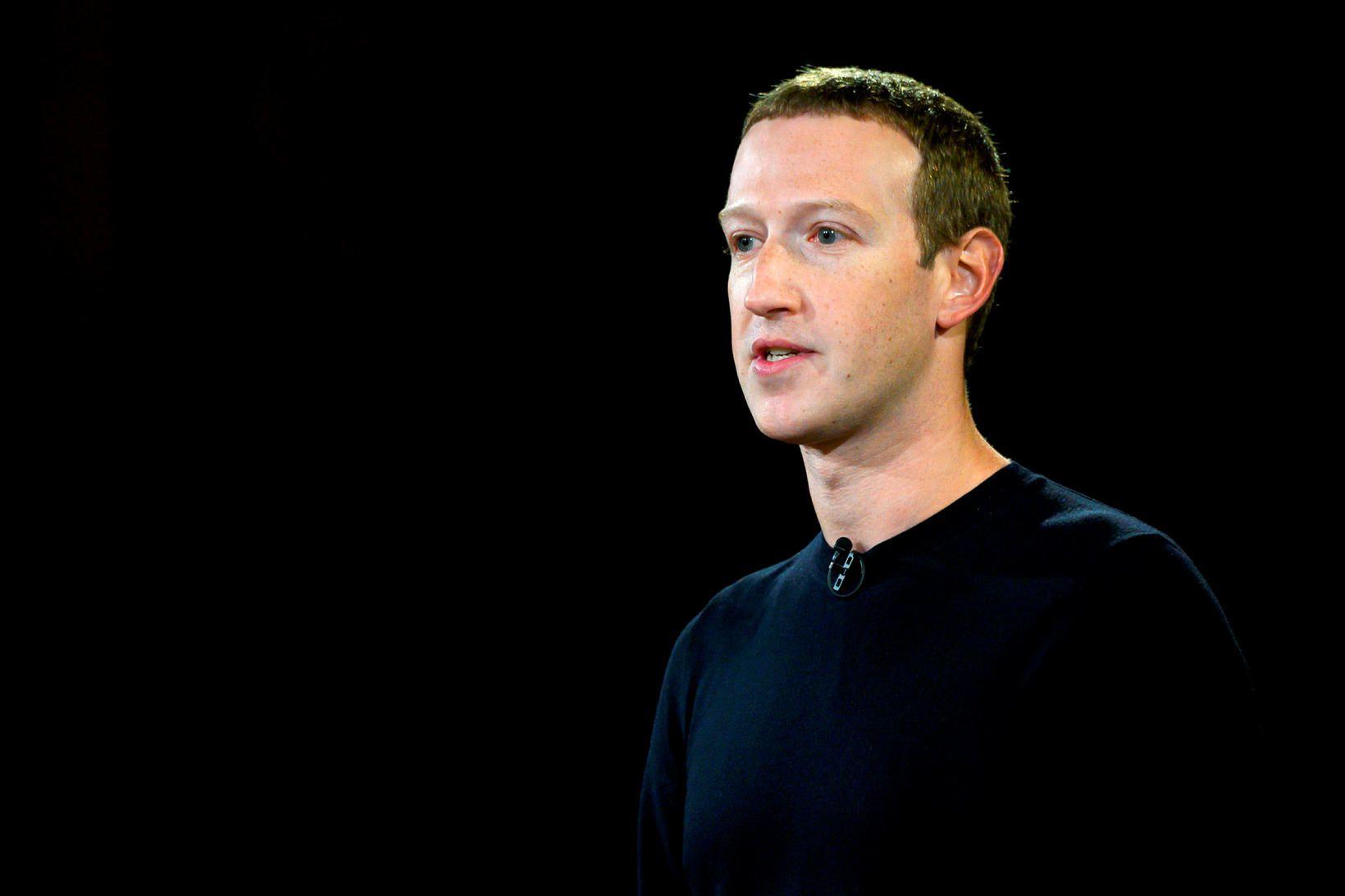 Mark Zuckerberg, framkvæmdastjóri Facebook, hefur verið harðlega gagnrýndur fyrir að …