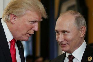Donald Trump og Vladimír Pútín ræðast við á leiðtogafundi í nóvember í fyrra.