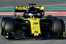 Daniel Ricciardo á ferð á Renaultinum í Barcelona í fyrra.