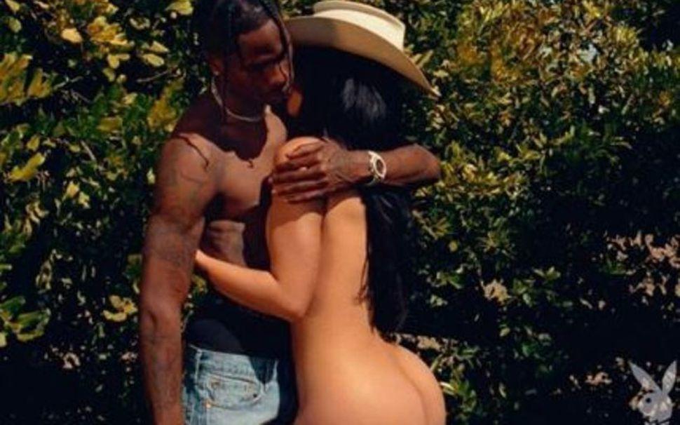 Travis Scott og Kylie Jenner nakin út í garði fyrir ...