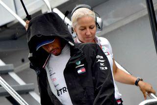 Lewis Hamilton var óhress með bilunina í Mercedesbílnum í Hockenheimring.