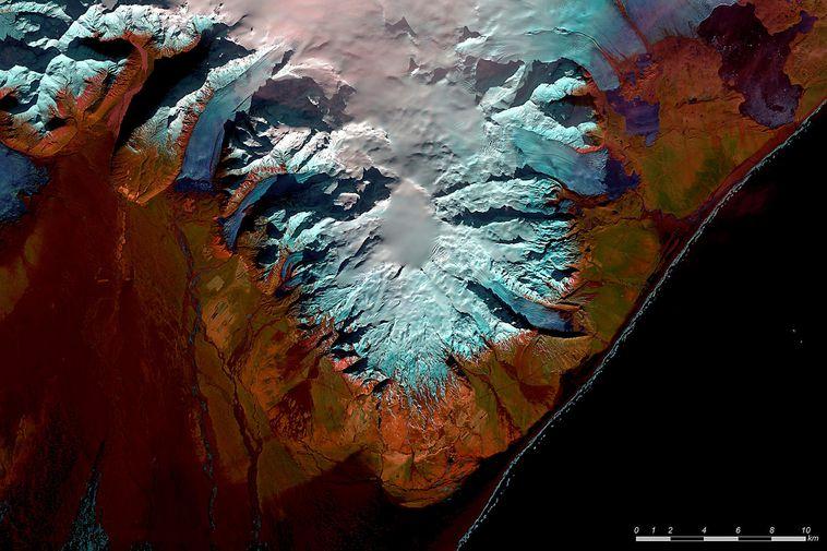 Clear skies above Öræfajökull volcano on February 22.