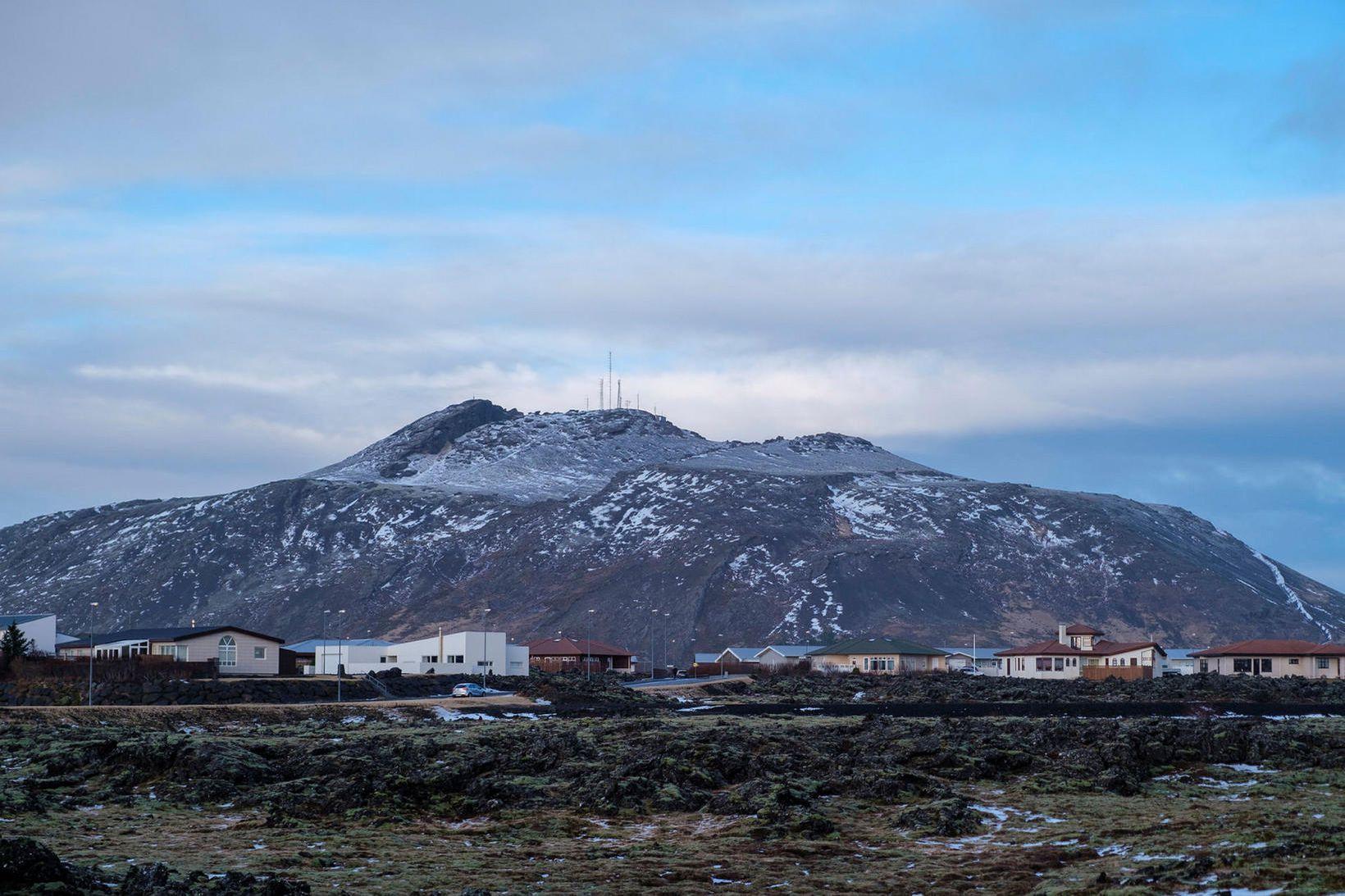 Skjálftinn varð um 3,6 km NNA af Grindavík.