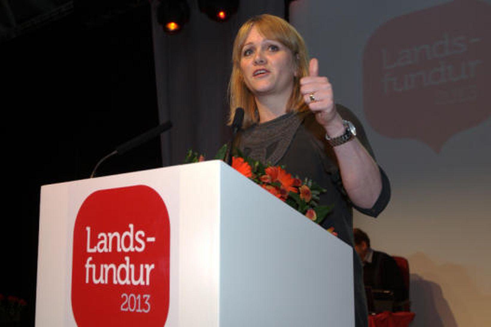 Katrín Júlíusdóttir, varaformaður Samfylkingarinnar, flutti tillögu að stjórnmálaályktun flokksins.