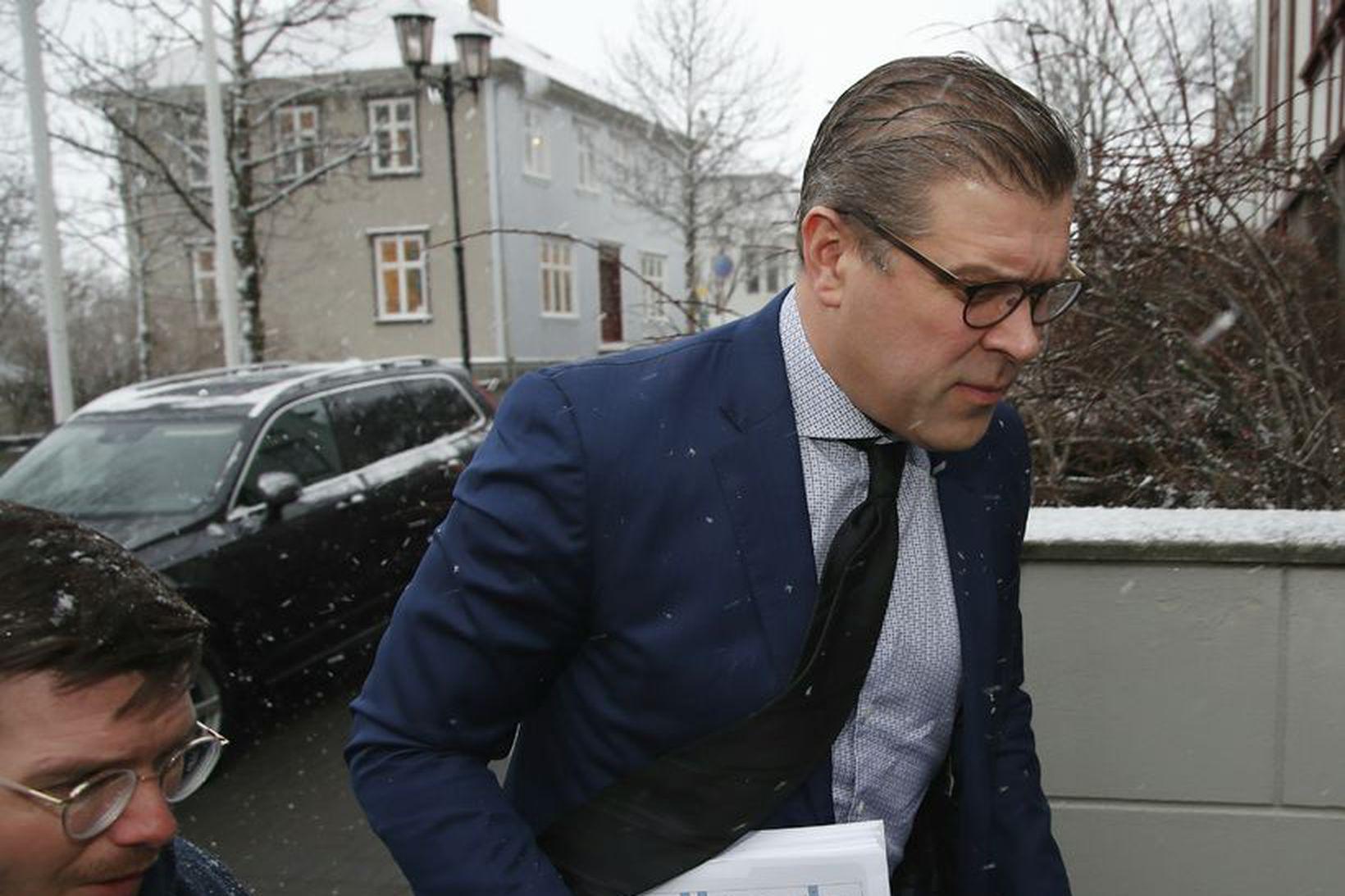 Bjarni Benediktsson mætir á ríkisstjórnarfund við Tjarnargötu í morgun.
