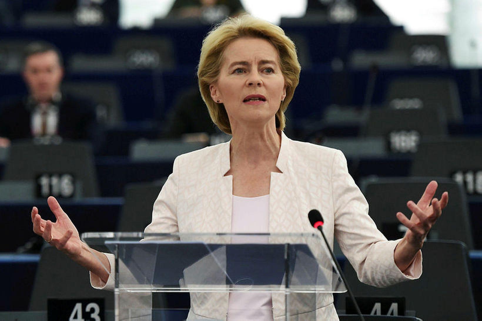 Ursula von der Leyen tekur við embætti forseta framkvæmdastjórnarinnar 1. …