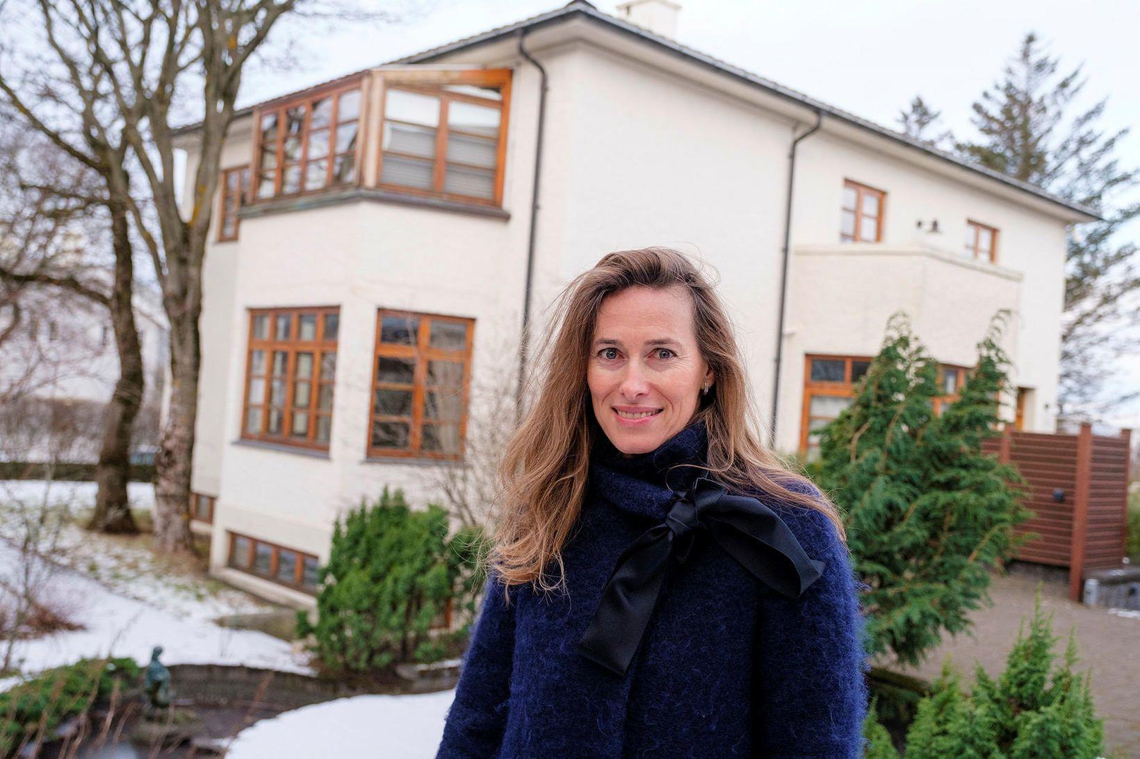 Anne-Tamara Lorre, sendiherra Kanada á Íslandi við nýtt húsnæði sendiráðsins …