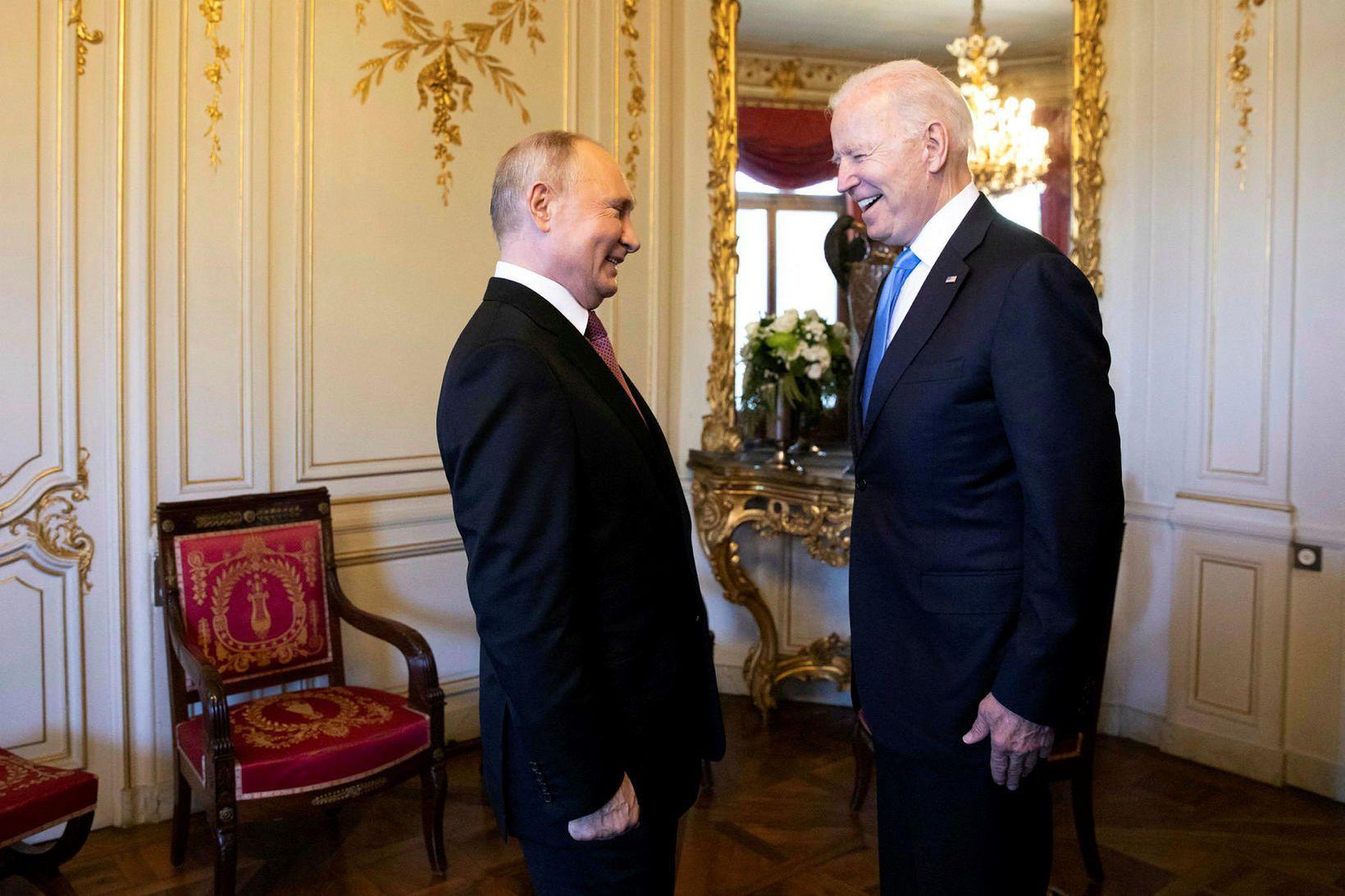 Joe Biden og Vladimir Pútín rétt fyrir fundinn.